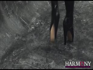 Harmony vision enorme-boobed keira farrell es una mega-perra aerobic enculada
