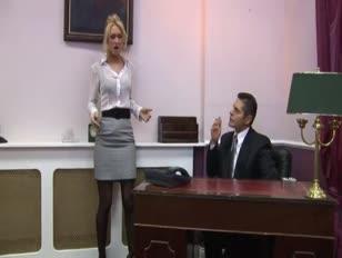 Asistente de oficina satisface a su jefe - naughtyteencam.com